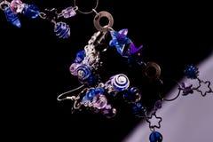 成串珠状蓝色紫罗兰 免版税库存照片