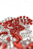 成串珠状装饰红色银色 免版税库存照片