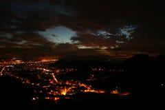 成为夜在市拉古纳 库存照片