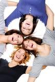 成人四个女孩编组愉快的年轻人 库存照片