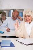 成人学生上升的手 免版税库存照片