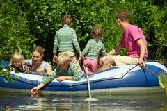 成人小船子项浮动可膨胀 库存照片