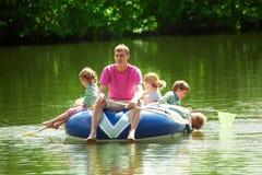 成人小船子项浮动可膨胀 库存图片