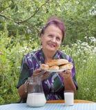 成人开胃被烘烤的女性房子饼 免版税库存图片