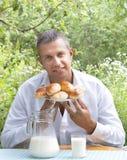成人开胃被烘烤的房子人饼 免版税库存图片