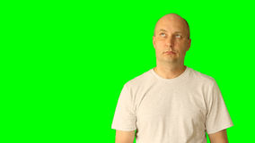 成人白白种人人打手势与绿色屏幕 查找认为威胁拳头手手指 上半特写镜头 影视素材
