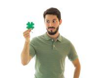 年轻成人看对四片叶子三叶草 免版税库存图片