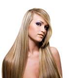 成人秀丽白肤金发的女孩头发 库存图片