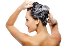 成人顶头洗涤的妇女 图库摄影