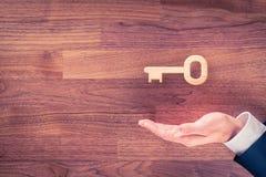 成功或解答的钥匙 免版税图库摄影