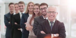 成功的人民的队有他们的成熟上司的 免版税库存照片