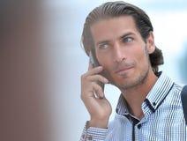 成功的人谈话在电话 免版税库存图片