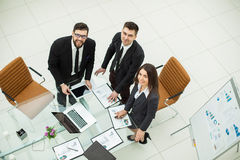 成功的企业队为公司的一个新的财政项目的介绍做准备 库存照片