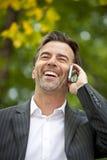 成功的商人谈话在电话 库存照片