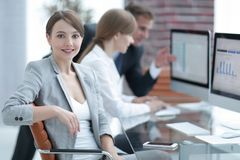 成功的女商人画象在工作场所 库存照片