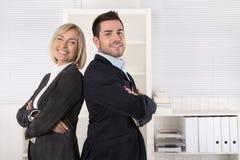 成功的男性和女性企业队:资深和小辈mana 免版税图库摄影