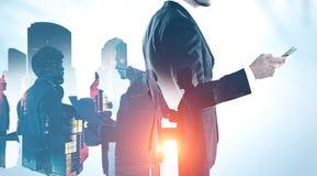 成功的经理和队在城市 免版税图库摄影