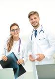 年轻成功的医生的一个小组 免版税库存图片