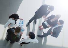 成功的busines在一个现代办公室合作谈论 免版税库存图片