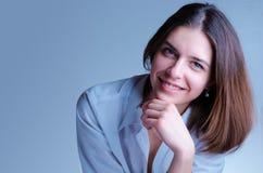 成功,女性办公室经理,在白色嘘秘书微笑 免版税图库摄影
