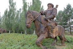 成吉思汗,多孔黏土rgb轻骑兵的铁雕象  库存图片