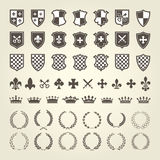 成套工具徽章骑士盾和皇家象征的 库存例证