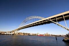 成拱形佛瑞蒙河上的桥Willamette波特兰俄勒冈 免版税库存图片