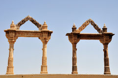 成拱形印度皇家二udaipur 免版税库存图片