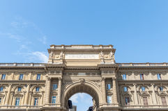 成拱形在广场della Repubblica在佛罗伦萨,意大利 免版税图库摄影