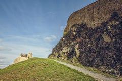 成拱形城市堡垒片段希腊ionitov海岛lindos修士罗得斯墙壁 免版税库存图片