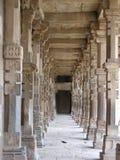 成拱形德里minar新的qutab 免版税库存图片