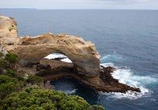 成拱形极大的海洋路 库存照片