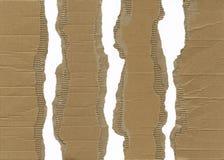 成波状被撕毁的纸板 免版税库存图片