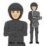 成熟严肃的警察供以人员暴乱官员 免版税库存照片