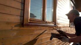 成熟人绘画房子外部与画笔 影视素材