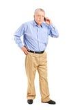成熟人谈话在电话 库存照片