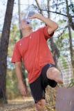 成熟从瓶的人饮用水 免版税库存图片