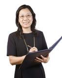 成熟企业服装的亚裔妇女有文字工具的 免版税图库摄影