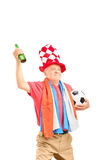 成熟公体育迷,当荷兰的旗子,拿着球 库存图片