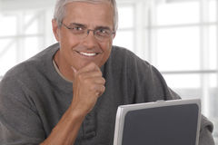 成熟商人膝上型计算机办公室 免版税图库摄影