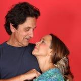 成熟在爱的已婚夫妇 免版税库存图片