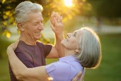 成熟夫妇舞蹈 免版税库存图片