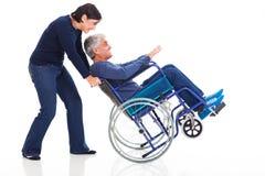 成熟夫妇轮椅 库存照片