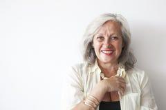 成熟妇女画象有灰色头发的 免版税库存图片