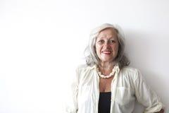 成熟妇女画象有灰色头发的 免版税库存照片