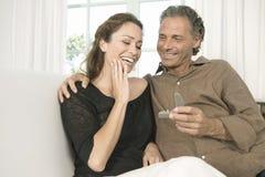成熟提供的定婚戒指。 库存图片