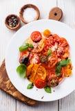 成熟新鲜的五颜六色的蕃茄沙拉 库存图片
