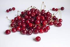 成熟樱桃是与小树枝 库存图片