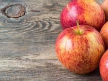 成熟水多的红色苹果 免版税库存图片