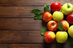 成熟水多的苹果 库存图片